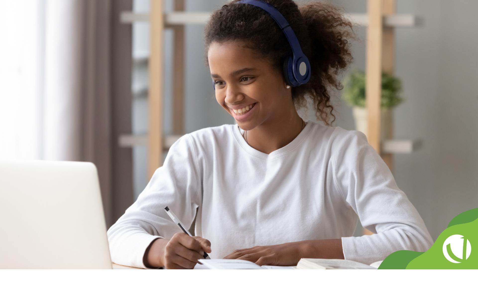 A transformação digital na educação já é realidade em diversas instituições de ensino. Confira as tendências para 2022 e saiba como preparar sua escola.